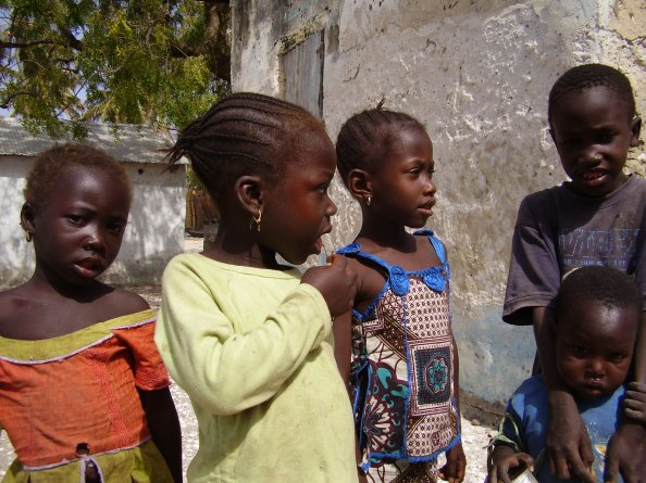 Jinack Island - young kids on the Senegalese side